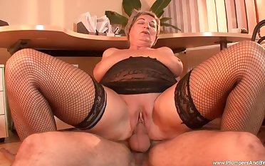 lord it over mature Eva F. gets her pussy banged by her young neighbor