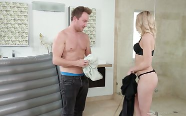 Attracting blonde masseuse Allie Nicole gets oiled and enjoys steamy fuck with will not hear of client
