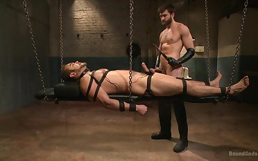 Gay in chains endures male master's dirty lust