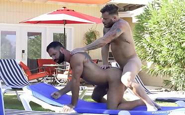 Bareback anal sex in relative to yard gay scenes on cam