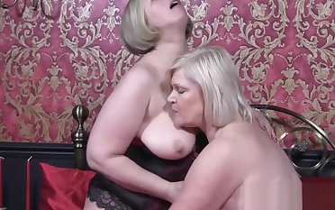 Hardcore pussy licking session with British grown-up babes